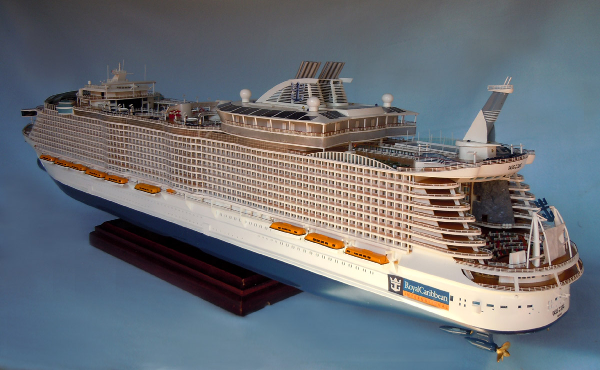 Oasis of the seas cruise ship model - Zwarte pool liner ...